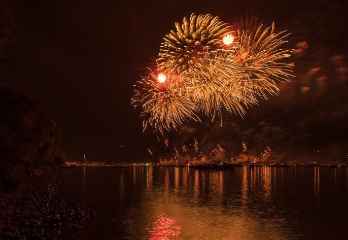 schiff feuerwerk seenachstsfest meersburg
